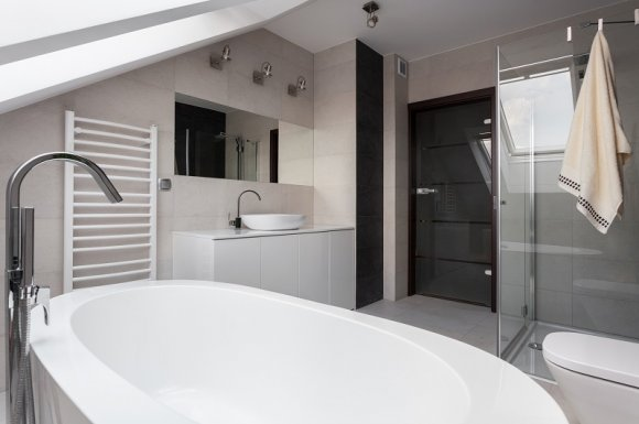 Création d'une salle de bain sur mesure avec une douche et une baignoire La Rochelle