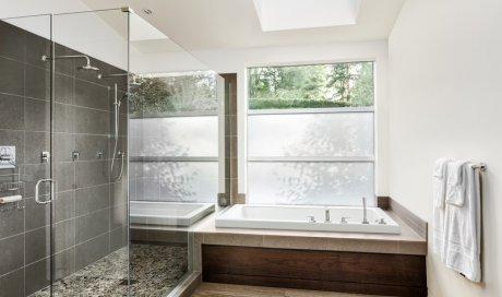 Rénovation d'une salle de bain avec une création de douche à l'italienne La Rochelle